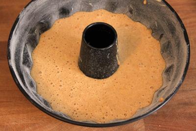 Kürbiskuchen in Gugelhupfform backbereit